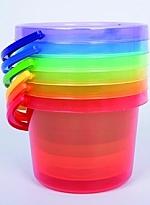 Transparante gekleurde emmers